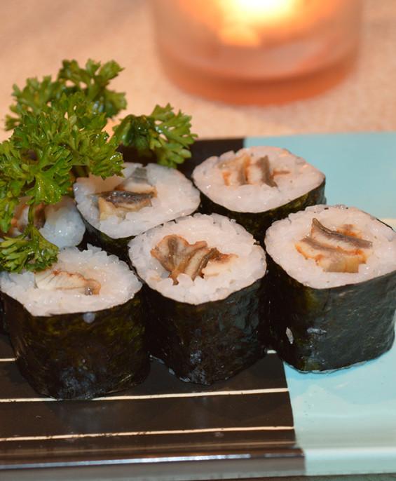 Hosomaki anguilla mini – Hari restaurant – Hari ristorante giapponese con cucina asiatica roma – Consegne a domicilio (TakeAway)