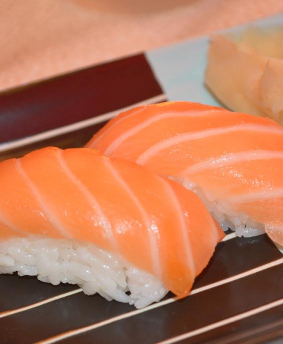 Nigiri Salmone mini – Hari restaurant – Hari ristorante giapponese con cucina asiatica roma – Consegne a domicilio (TakeAway) –